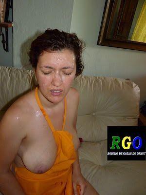 Safada tomou banho de porra