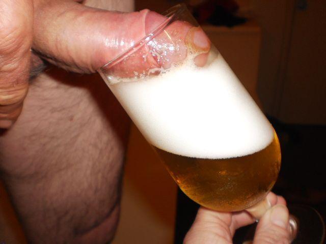 f458a0fee42f4edec1029363f57aa98c Ninfeta fazendo boquete com cerveja