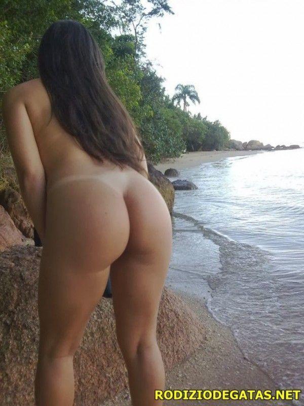 Amadora tesuda pelada na praia
