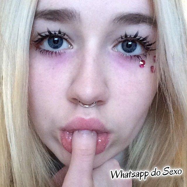 gordinha-muito-putinha-tirando-selfies-nua-36