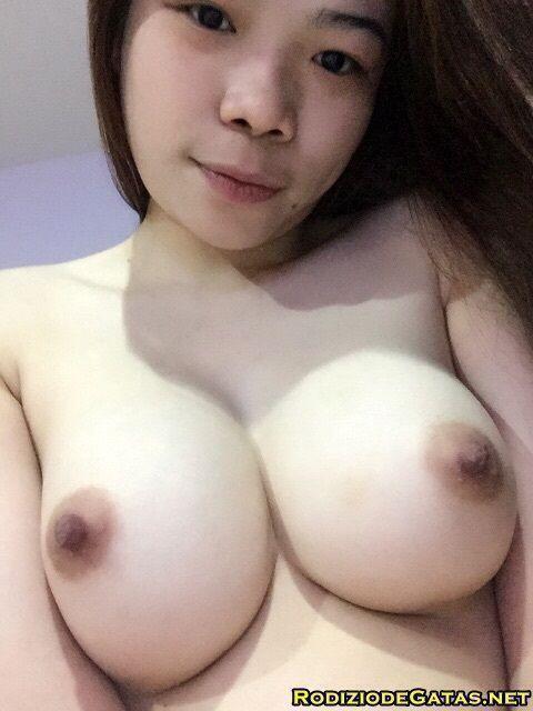 Japinha mostrando os peitinhos durinhos1