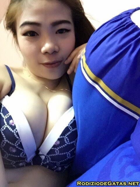 Japinha mostrando os peitinhos durinhos4